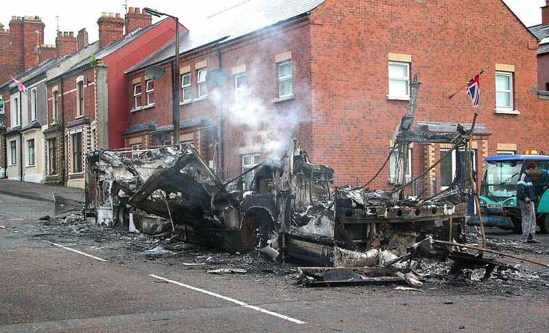 Hijacked Volvo 2927 - Belfast Aug 2005 (Paul Savage)